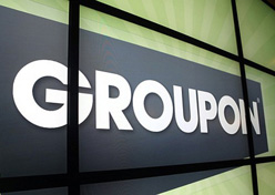 Groupon muda e investe em e-commerce local